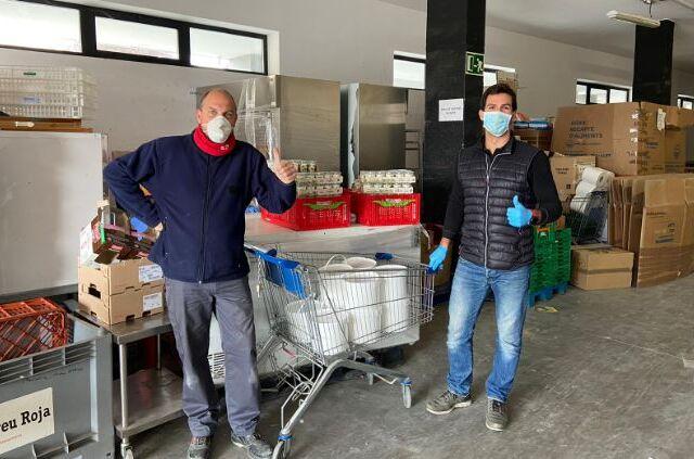 Fetaosona- Granja comas - Lliurament Creu Roja 500 kg iogurt solidari- El 9 Nou